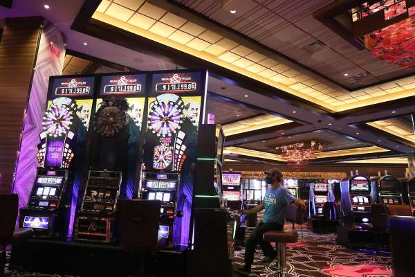 Want a Thriving Enterprise? Deal with Casino!